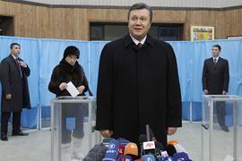 Янукович: у нас на выборах будут международные надзиратели