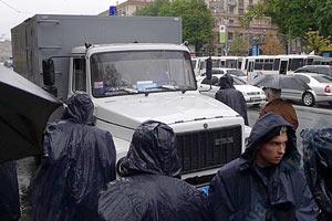 Милиция стягивает к суду автозаки - БЮТ