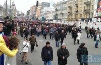 Митингующие снесли щиты на Майдане