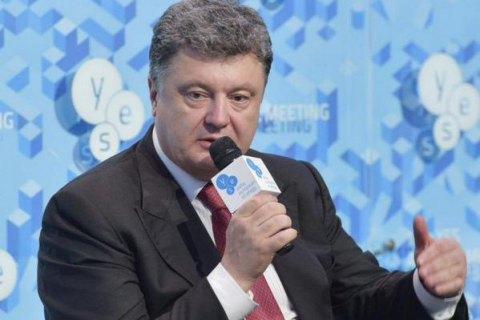 Порошенко начал отвечать на петиции