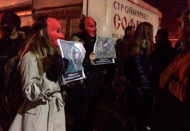 ВХмельницком протестующие недали выступить Потапу иНасте, залив клуб кровью