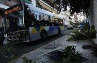 В Греции неуправляемый автобус с пассажирами протаранил 12 машин