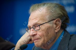 Ларри Кинг: Азарову искренне жаль Тимошенко