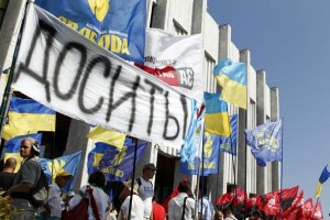 К голодающим у Украинского дома присоединился киевлянин