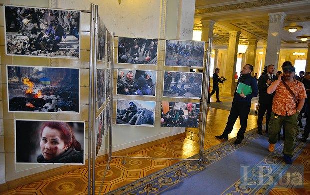 У Раді відкрилася виставка найбільш яскравих фотографій з життя протестного Майдану (фото)
