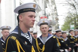 Военным морякам повысят зарплату