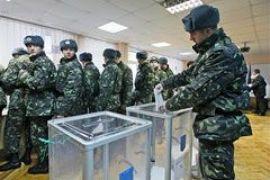 Военнослужащих и заключенных лишили права голоса