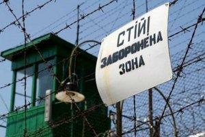 На въезде в колонию Тимошенко застряли два автобуса
