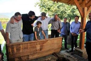 Ющенко помог Саакашвили топтать виноград на вино