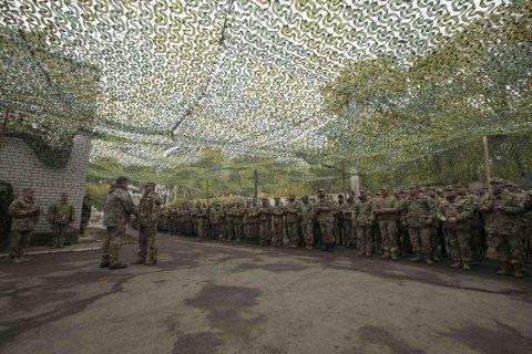 Порошенко съездил в зону АТО к ожидающим демобилизации бойцам
