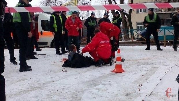 Житомир.info: У Хмельницькому патрульні застрелили чоловіка, який поранив трьох людей