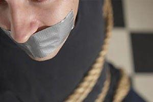 Боевики взяли в заложники начальника угрозыска полиции Дербента (Обновлено)