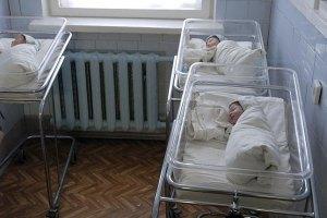 Янукович в Ялте откроет роддом