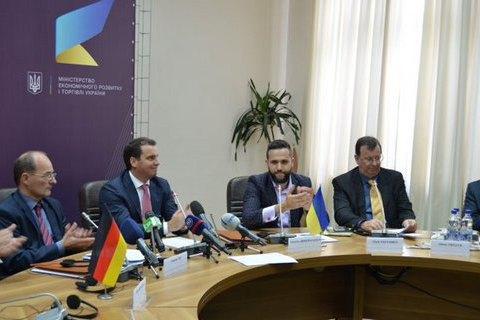 Україна і Німеччина підписали протокол про співробітництво усфері розвитку