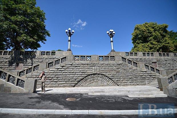 Київ відремонтував гранітні сходи до фундаменту Десятинної церкви (фото)