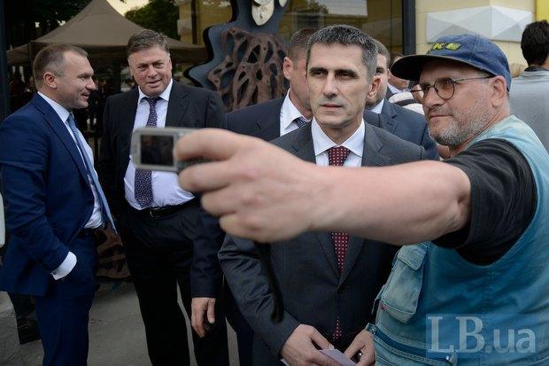 Виталий Ярема (по центру)