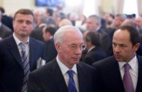 Азаров: министр обороны только скандалит