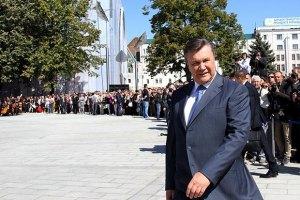 Ради Януковича запорожских рыбаков одели в президентские ветровки