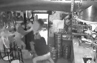Суд арестовал двух парней за жестокое избиение бойца АТО в киевском кафе