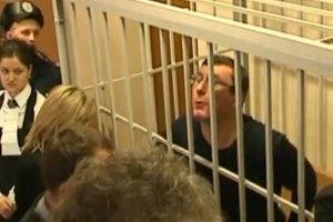 Луценко жбурнув у прокурора Кримінально-процесуальний кодекс