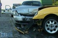 ДТП в Киеве: при заезде на Труханов остров родстер Fiat Barchetta протаранил ВАЗ