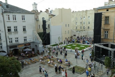 ВоЛьвове открыли мемориальный проект «Пространство синагог»