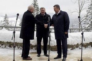 Янукович пообещал президентам Польши и Словакии освободить Луценко