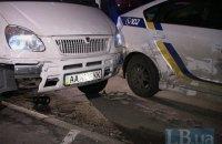 """В Киеве пьяная компания на """"Газели"""" разбила шесть машин, в том числе две полицейские"""