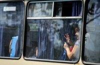 На месте расстрела колонны беженцев в Луганской области продолжаются бои