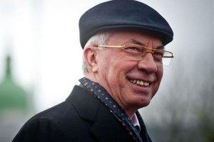 Азаров пообещал студентам работу по специальности
