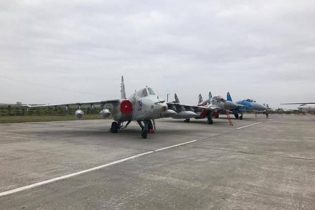 Слева направо: Су-25, МиГ-29, Су-27