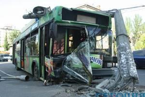 У Києві сталася ДТП із тролейбусом
