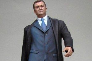 Администрация Медведева заказала оловянную фигурку Януковича