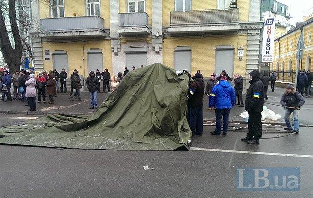 Установка палатки на Лютеранской