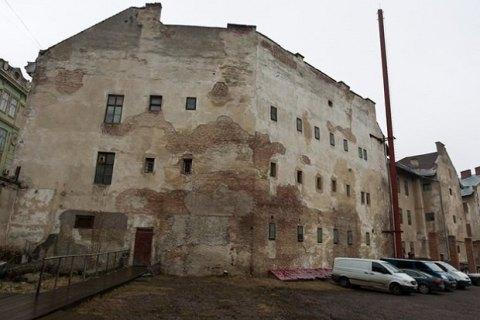ВоЛьвове вбывшем застенке КГБ игестапо отыскали два массовых захоронения