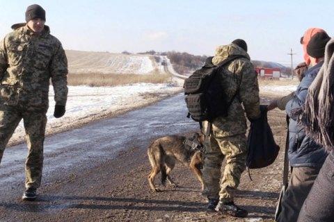 Корреспондентов непустили кПорошенко, обвинив ихвмошеничестве ихранении оружия