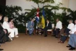 Кучма передал Кастро орден от Януковича