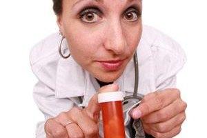 Кабмин думает запретить врачей в рекламе