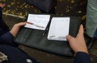 У киевских участков заметили женщин со списками избирателей