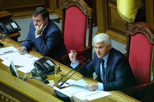 Неожиданно для всех Литвин предложил парламенту самороспуститься