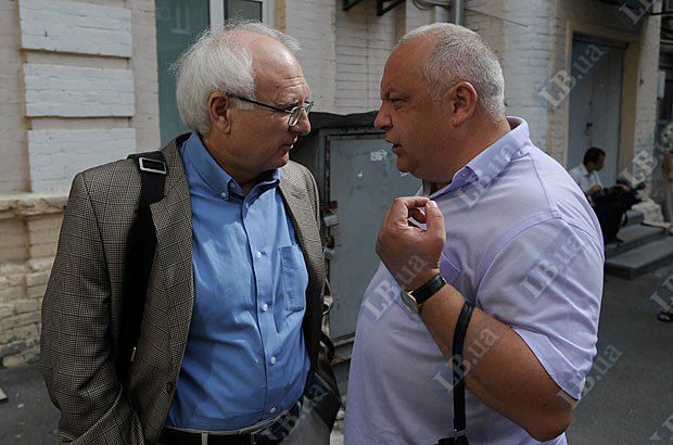 Иван Вакарчук (слева)