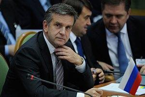 Журналисты увидели посла РФ Зурабова поздно вечером на выходе из АП