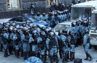 Митингующие начали блокировать правительство