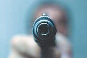 В Харькове двое вооруженных мужчин ограбили АЗС