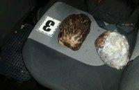 В Житомирской области задержали скупщика янтаря с уникальным камнем
