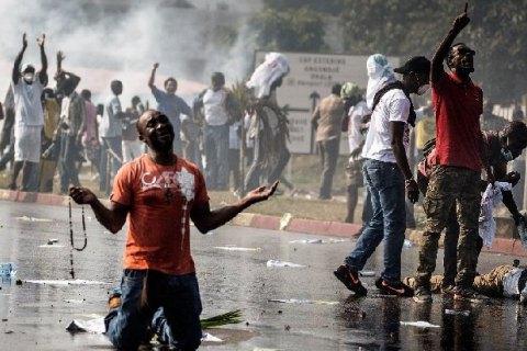 Протестующие против президента подожгли парламент— Беспорядки вГабоне