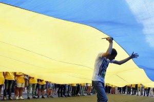 """Россияне требовали снять украинские госсимволы, угрожая """"связями"""""""