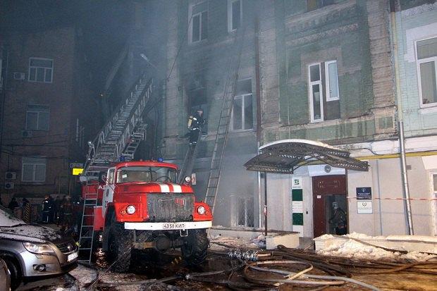 Вцентре украинской столицы вжилом доме произошел пожар ивзрыв, есть жертвы