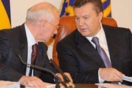 Янукович поручил Азарову проконтролировать выплату зарплат