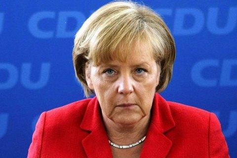Меркель подбросили отрезанную свиную голову